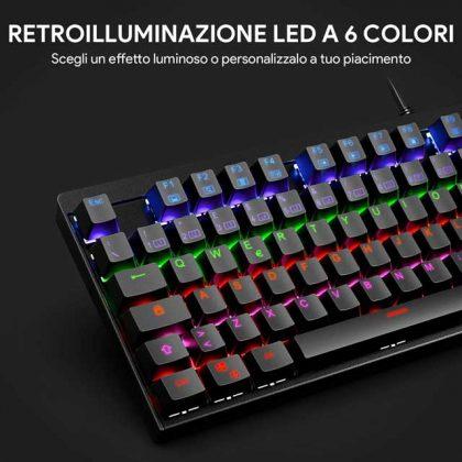 tastiere gaming economica vista a metù con tasti retroilluminati di vari colori