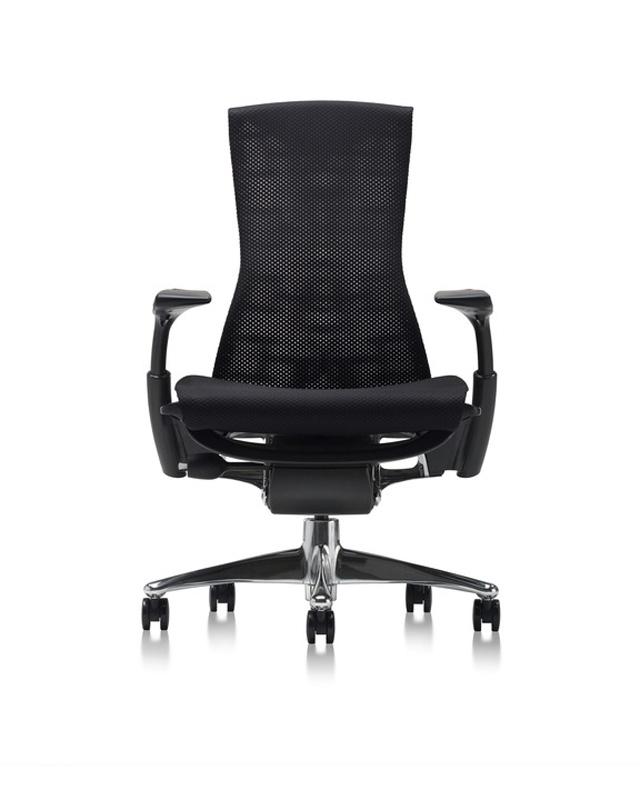 Sedia ergonomica nera con rete traspirante poggia gomiti e ruote